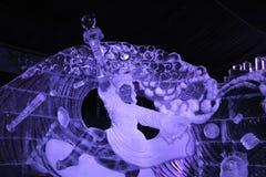 Alternatieve installatie van het ijsbeeldhouwwerk van het standbeeld 'Vrijheid ' royalty-vrije stock foto