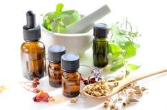 Alternatieve therapie met kruiden en etherische oliën Stock Foto