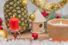 Alternativ dekorerad julgran Arkivbild