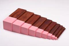 Alternativ utbildning: Brun trappa och rosa färgtorn Arkivfoton