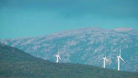 Alternativa di energia del mulino di vento video d archivio