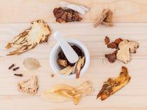 Alternative medizinische, chinesische Kräutermedizin für gesundes lizenzfreies stockfoto