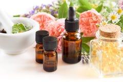 Alternative Therapie mit ätherischen Ölen lizenzfreies stockbild