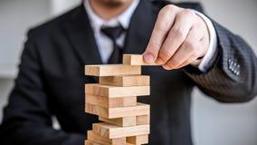 Alternatives Risikokonzept, -plan und -strategie im Geschäft, Risiko, zum des Geschäfts-Wachstums-Konzeptes mit Holzklötzen, Bild lizenzfreie stockbilder