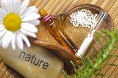 Alternativmedizin mit Kräuterpillen Stockfoto