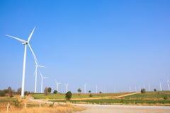 Alternatywna energia od wiatrowego generatoru gospodarstwa rolnego Zdjęcie Royalty Free