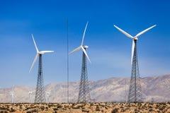 alternatywne źródła energii, turbiny farmy wiatr Obraz Royalty Free