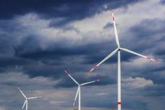 alternatywne źródła energii, turbiny farmy wiatr Wiatraczek zdjęcie stock