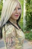 alternatywny blondynki modela przebijanie Fotografia Stock