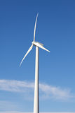 alternatywny energetycznego gospodarstwa rolnego turbina wiatru wiatraczek Zdjęcia Stock
