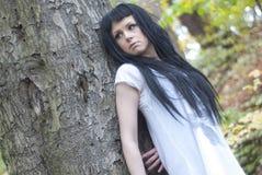 Alternatywny model w drewnach z drzewami Fotografia Royalty Free