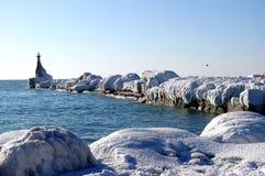 Alternpier im Eis. Stockbild