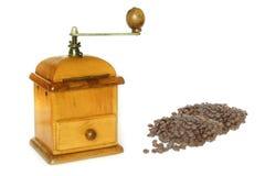 Altertumskaffeemaschine mit Bohnen Lizenzfreie Stockfotos