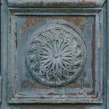 Altes abgeriebenes Rosace mit gebrochener Farbe Lizenzfreies Stockfoto
