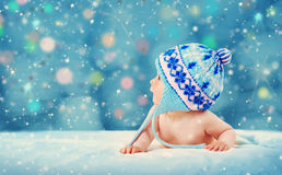 Altes Achtmonatebaby, das auf weicher Decke liegt Lizenzfreie Stockfotografie