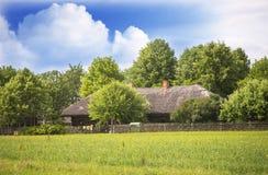 Altes Ackerlandhaus, Litauen Stockfotografie