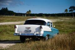 Altes amerikanisches Auto auf Strand in Trinidad Cuba Lizenzfreie Stockfotografie
