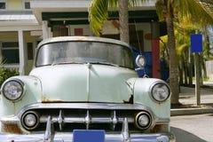 Altes amerikanisches hellgrünes Auto der klassischen Weinlese lizenzfreies stockbild