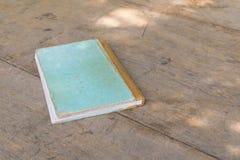 Altes Anmerkungsbuch auf Holz Stockfoto