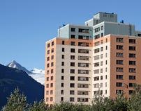 Altes Armee-Gehäuse in Whittier Alaska Lizenzfreies Stockbild