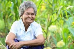 Altes asiatisches Frauenlächeln Lizenzfreies Stockfoto