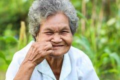 Altes asiatisches Frauenlächeln Lizenzfreies Stockbild