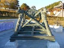 Altes astronomisches Instrument von Südkorea am Eingang der alten Festung Stockfoto