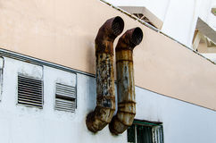 Altes Auspuff-Rohr Stockfoto