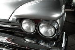 Altes Auto des Scheinwerfers Stockfotos