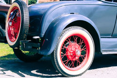 Altes Auto-Erscheinen stockbilder
