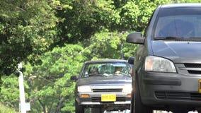 Altes Auto-Fahren und Scheinwerfer stockbild