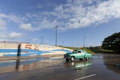 Altes Auto in Havana, Kuba Stockbilder
