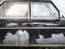 Altes Auto mit Rosttür Details Stockbild