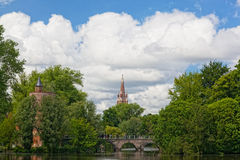 Altes Backsteinhaus auf dem Kanal in Brügge Stockfotografie