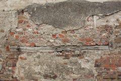 Altes Backsteinmauer-Fragment mit altem hölzernem Element für Hintergrund-Beschaffenheits-Foto stockfoto