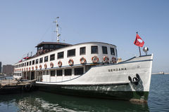 Altes Bergama-Schiff am Pier in Izmir Lizenzfreie Stockfotos