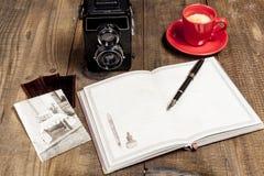Altes Bild und Kaffee Stockfotos