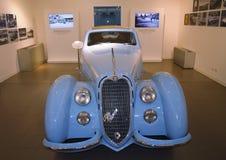 Altes blaues Auto Stockbilder