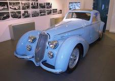 Altes blaues Auto Lizenzfreie Stockbilder