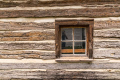 Altes Blockhaus-Fenster Stockfotos