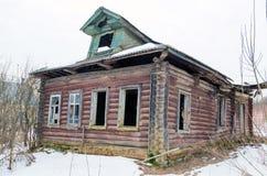 Altes Blockhaus im russischen Dorf Lizenzfreie Stockfotografie