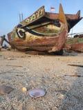 Altes Boot auf dem Strand Lizenzfreie Stockfotografie