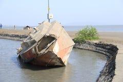 Altes Boot in der Abwrackwerft Lizenzfreies Stockfoto