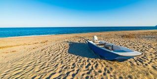 Altes Boot in Sa Marina Tramalitza lizenzfreie stockfotos