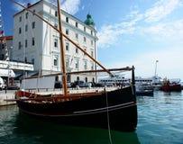 Altes Boot verankert, Kroatien. Stockbilder