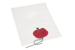 Altes Büttenpapier mit einer roten Wachsdichtung Stockfoto