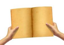 Altes Buch in der Frauenhand lizenzfreie stockfotografie