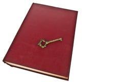 Altes Buch mit Taste lizenzfreies stockbild