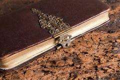 Altes Buch mit Verschluss Stockbild