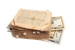 Altes Buch und Geld Lizenzfreie Stockbilder